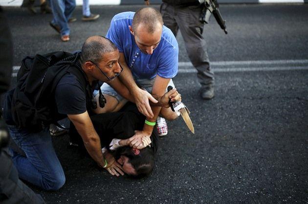 Pacifikace útočníka (foto: Reuters)
