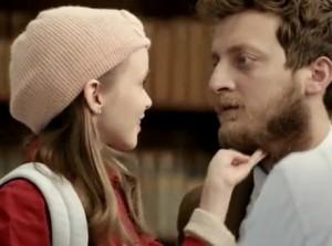 komerční banka reklama inovace strašidelná holčička II