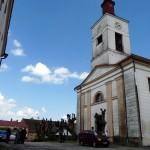 Kostel s kapelou